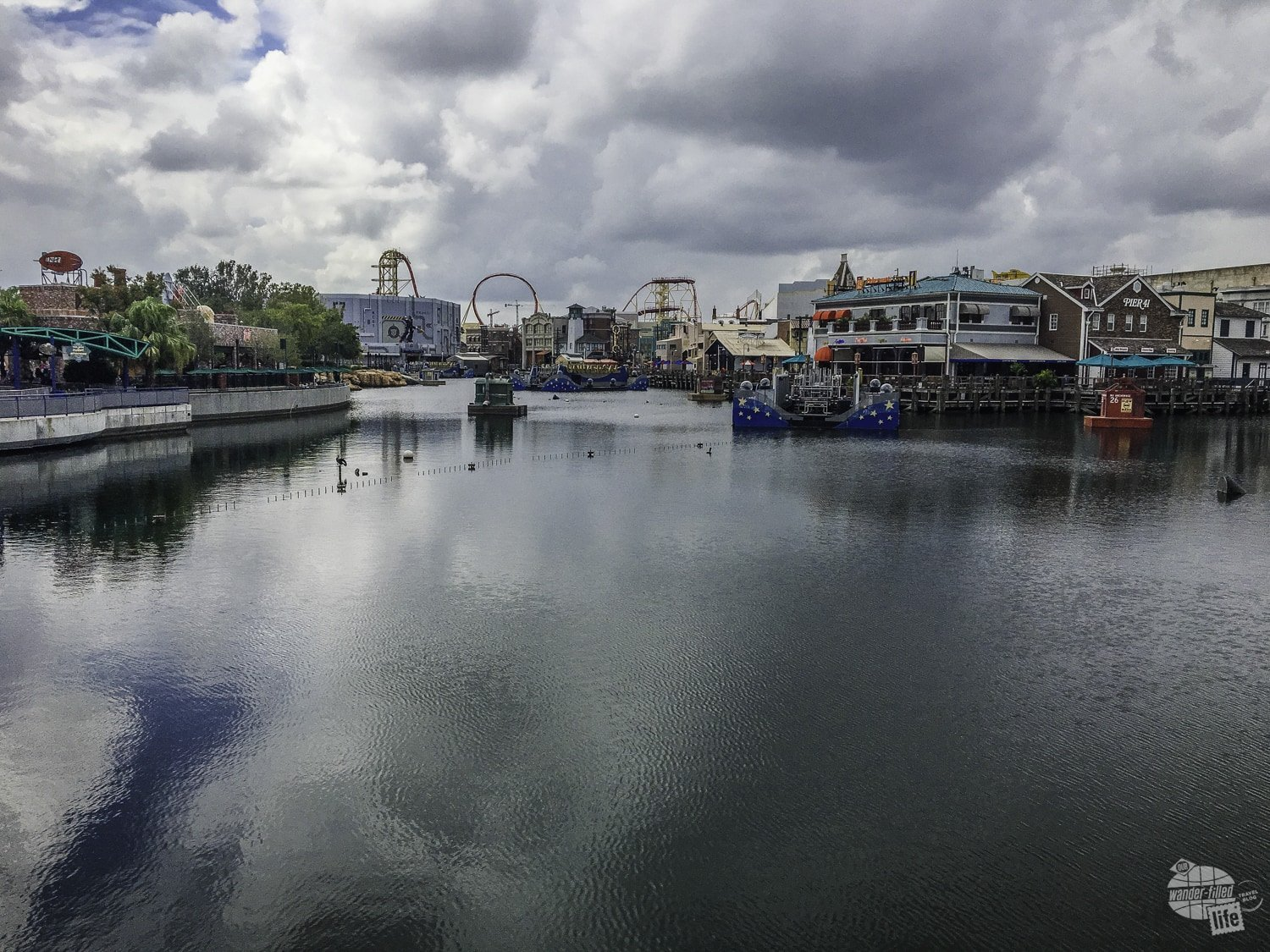 The lagoon in the center of Universal Studios