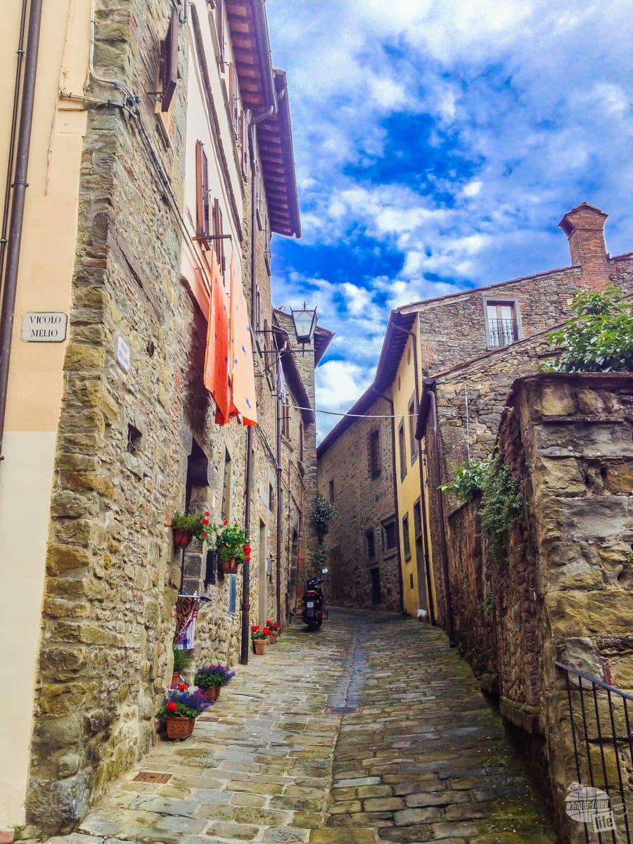 Walking the streets of Cortona.