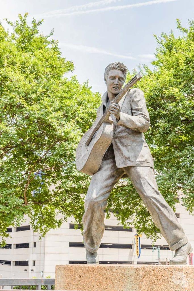 Elvis statue in Memphis