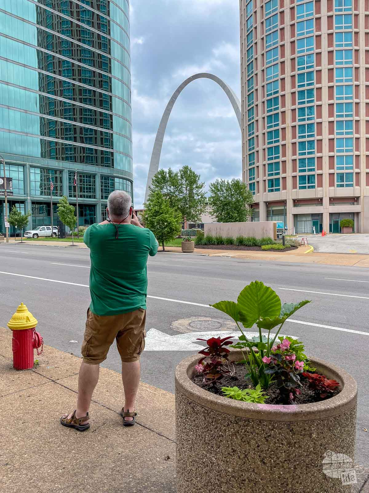 Behind the scenes of Grant taking a picture of the Gateway Arch.
