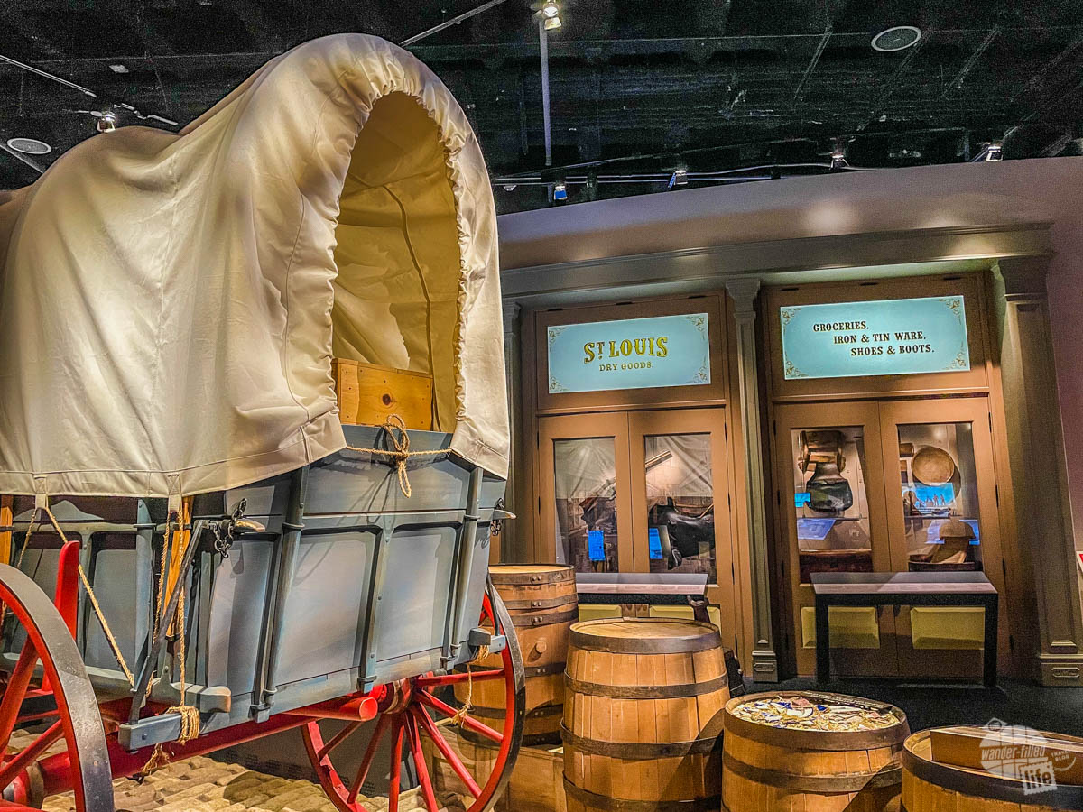 The museum had many exhibits on westward expansion and St. Louis.